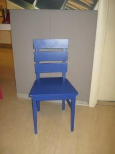 sedia colorata blu