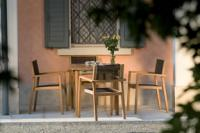 Tavolo Nettuno con sedie